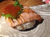月のほたる 三宮店のサーモン寿司の写真