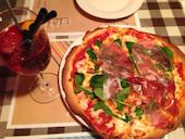 porcocoda ff diningのパルマ産生ハムとフレッシュルッコラのピッツァの写真