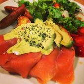 アメリカフェ Amelie Cafe 名古屋栄本店のスモークサーモンのエッグベネディクトの写真