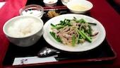 秀山の鶏肉とにんにくの芽炒めの写真