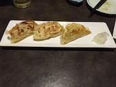 函館魚まさ 札幌すすきの店の函館男爵黒豚使用!手作り黒豚ぎょうざ(3個)の写真