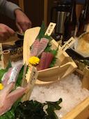 はなの舞 姫路みゆき通り店のまぐろと錦江湾直送鮮魚の5点盛りの写真