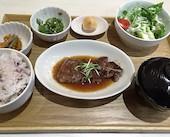 3×3 SAZANCAFE STYLE 中央通り店のやわらか牛肉のステーキの写真
