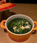湘南ビストロ サルパラダイス SAL PARADISEのモロヘイヤと蒸し鶏のスープご飯の写真