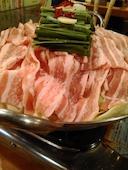 博多屋台村 天神 横浜駅西口店のやまゆり豚の肉鍋(醤油、塩、辛味噌)の写真