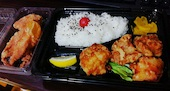 塩ザンギ弁当(中)と大判鶏皮