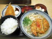 麺勝 中津店のかしわめしうどん定食の写真