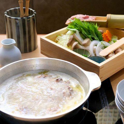 東京都内には本場九州の美味しい水炊きと焼酎の揃ったお店がいくつかあります。今回はその中でも選りすぐりのお店を紹介しましょう。水炊きといえばスープが命、各店秘伝のスープとこだわりの食材で作る自慢の鍋があ…