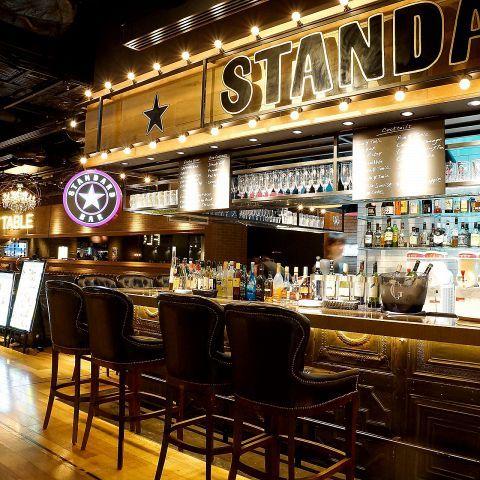 バーは大人の社交場。バーと言っても、スポーツバーやダイニングバーではなく、カウンターでバーテンダーがお酒を出してくれるような場所。そんなバーにいつかは足を踏み入れてみたいけれど、まだまだ敷居が高く感じ…