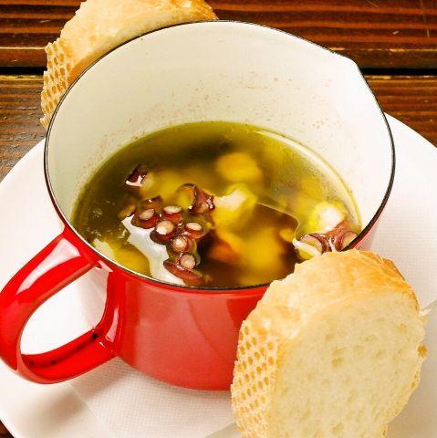 梅雨入りし、体調変化が表れやすい季節になってきました。さらに梅雨が明けると一気に夏の暑さが到来。そんな季節にピッタリなのがスタミナ料理。中でも最近注目の「にんにく」「唐辛子」を使ったスタミナ料理で身体…