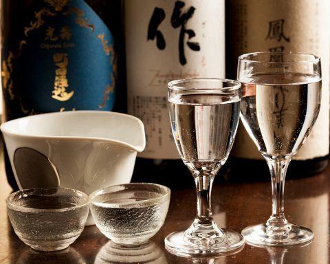 今世間で注目されている日本酒!東京都内には、日本酒をおいしく楽しめるお店が数多くあります。今回はその中でも選りすぐりの10店舗をご紹介。各店舗自慢の日本酒を取り揃える一方、ともに楽しめるおいしいおつま…