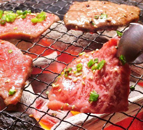 閑静な住宅街でありながら、昭和レトロな商店街や飲食店を多く有する街荻窪は、昭和おやじの心をくすぐるエリア。そんな荻窪で、旨い肉と旨い酒を堪能しませんか?なんだか最近、肉を食べると胃もたれが…。なんて言…