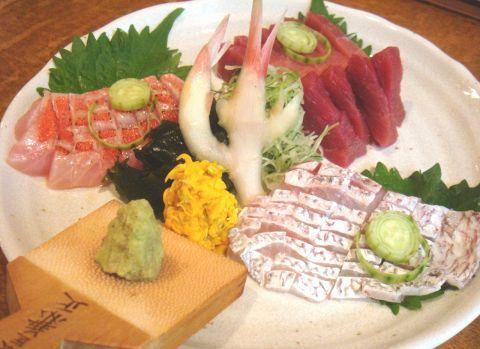 渋谷で彼とサシ飲みデートをするなら…。たまにはレトロな雰囲気で落ち着いた居酒屋はいかが?