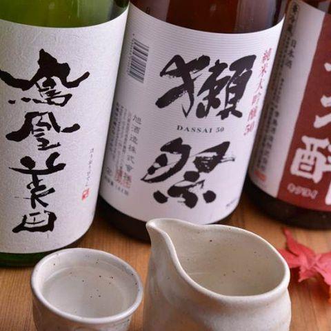 夏の夜のお供は喉越し爽快なビールが定番ですが、ついつい水のようにビールを流しこんでしまうとお腹が張ってしまって、せっかくの美味い肴を食べられなくなってしまうことも…。しかし、日本酒であれば、そんな心配…