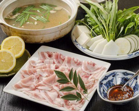 寒い季節になると食べたくなるのが鍋料理!しゃぶしゃぶ・ちゃんこ・湯豆腐・チゲ・すき焼きなどいろいろありますが、あなたは何がお好きですか?今回は新宿周辺で食べることができる健康と美容を意識したヘルシー鍋…
