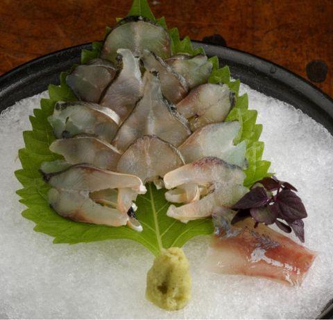 海の幸がおいしい季節ですね。東京には海鮮・お刺身がおいしいお店が数多くありますが、その中でも絶品と思えるお店を探すのはなかなか難しいものです。そこで今回は新鮮なお刺身を楽しめるお店を10店舗厳選してお…