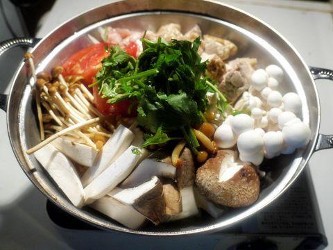 冬といえば、やっぱり鍋。寒いときに食べる、あったかいお鍋は、心も体も温まる冬の定番ですね!今回はそんなお鍋の中でも、東京で食べられる「変わり種」鍋をフィーチャーします。鍋というとちゃんこ鍋・もつ鍋など…