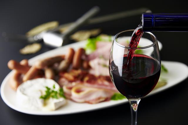 つまみ 赤ワイン