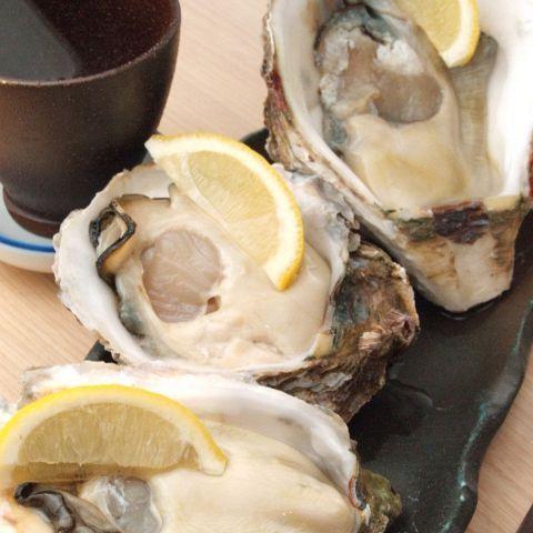 新鮮な魚介類が豊富にそろう築地。そこではうまい海鮮料理が食べられるお店もたくさんあります。そして魚と相性抜群なのがお酒。お酒のつまみとして、新鮮な魚料理を味わう時間は、日本人にとってはなんとも贅沢です…