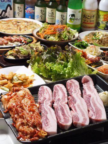 以前は「焼肉」と言えば、安くてたっぷり食べられることを重視していたけれど、最近は良質なお肉を新鮮な野菜と一緒にヘルシーにいただきたい…。そんな風に感じるようになった大人女子のみなさんには、ズバリ韓国料…