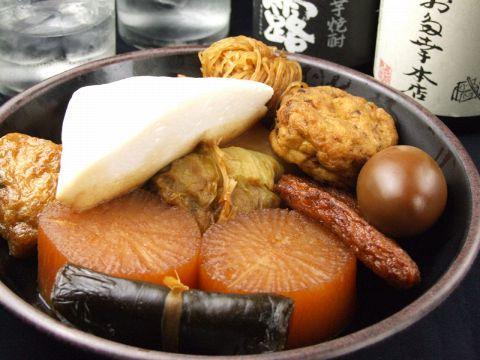 表通りも裏通りも「老舗」とよばれるお店が多い日本橋界隈。うなぎ、割烹、そば、天ぷら、鳥料理・・・など、100年以上続く老舗もめずらしくありません。居酒屋というカテゴリーでも長く愛される老舗の名店がたく…