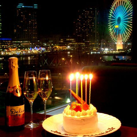 「みなとみらい」といえば、日本でも屈指の夜景を誇るデートスポットです。横浜みなみみらい21の中核を担う超高層ビルである「横浜ランドマークタワー」や、外周直径100mを誇る大観覧車「コスモクロック21」…