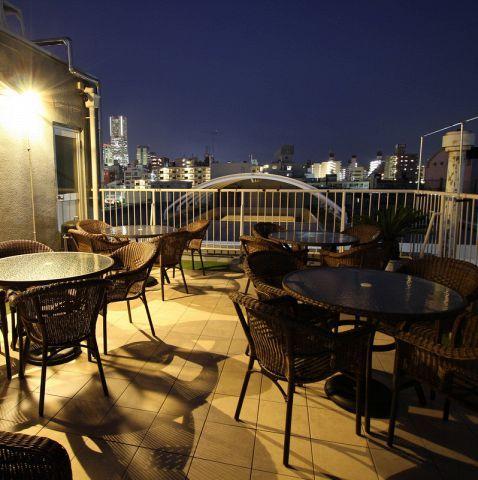 窓から見える美しい夜景は、料理やお酒をさらに美味しくしてくれる不思議な力を持っています。やっぱり窓からの眺めがいいと、誰でもテンションが上がりますよね。彼氏と過ごすデートや、仲良しの友だちと過ごす女子…