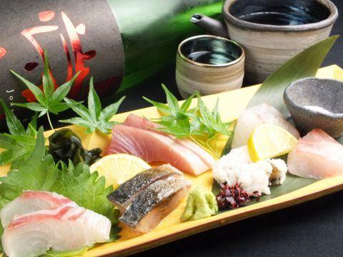 立ち呑み処がたくさん並ぶ京橋界隈。毎日仕事に励むサラリーマンの疲れを癒すおいしい日本酒を取り揃えているお店もたくさんあります。ここではこだわりの日本酒を楽しむことができる大阪京橋の居酒屋を4つご紹介し…